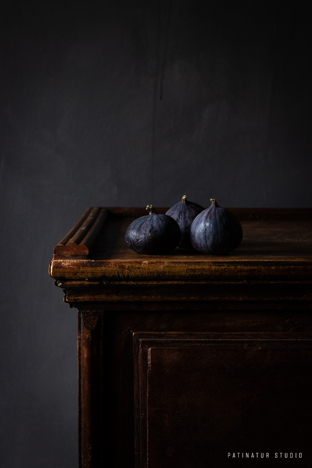 Photo Art | Dark and moody still life with figs